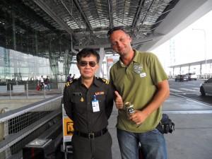 Na letisku s policajtom